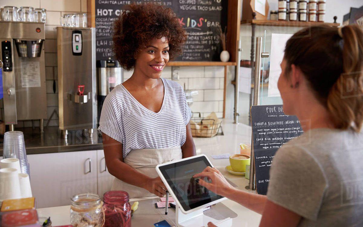 Como capacitar clientes para contar a história da sua empresa