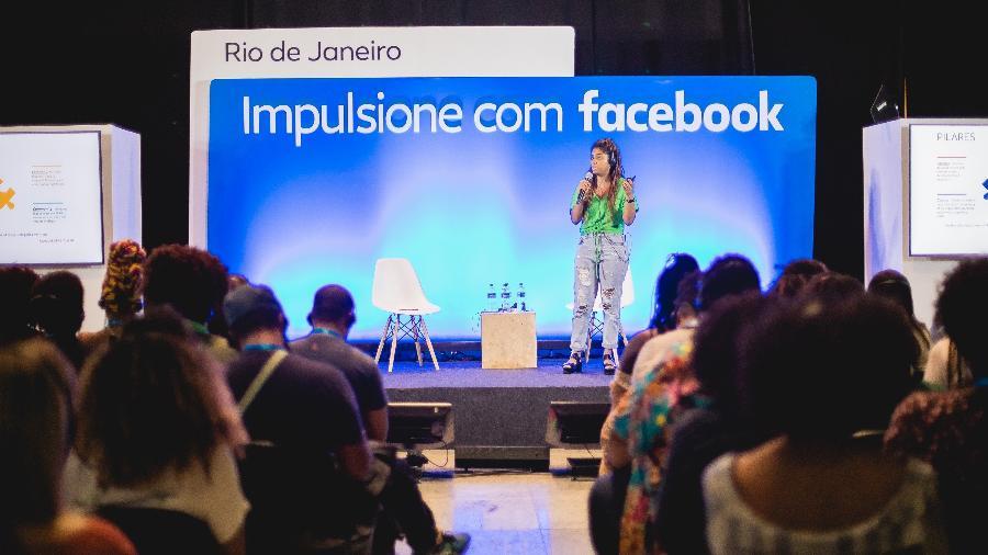 Facebook ensina pequenos negócios a aumentar as vendas usando redes sociais.